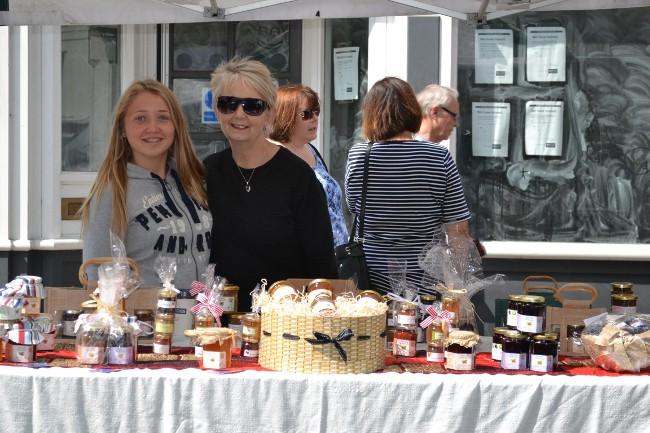 mum and daughter at Hertford Market